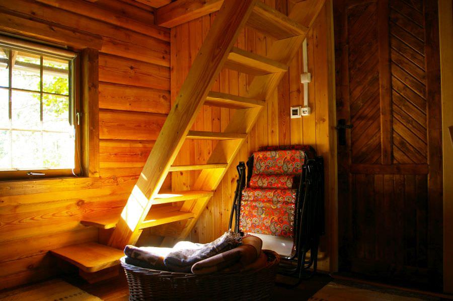 Sodyba Pirtelė dviems - laiptai į antrą aukštą